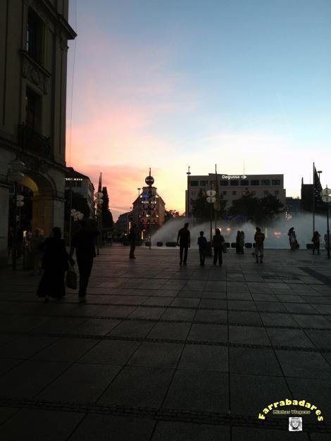A hora mágica (entardecer) na Karlsplatz